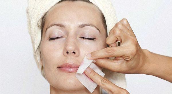 Причины и лечение волос на лице у женщин