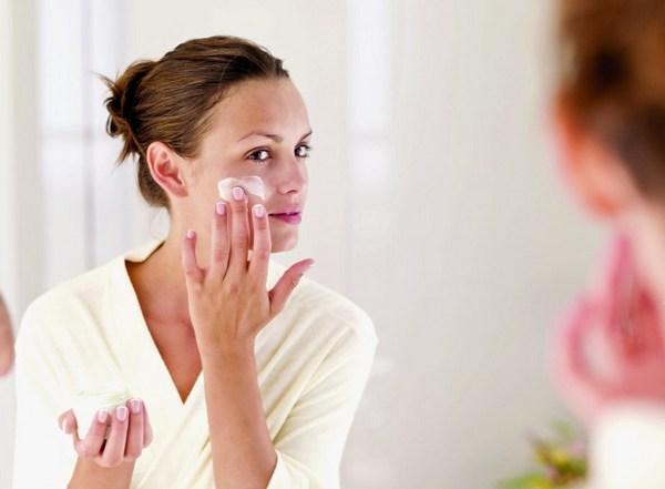 Возможные причины шелушения кожи лица